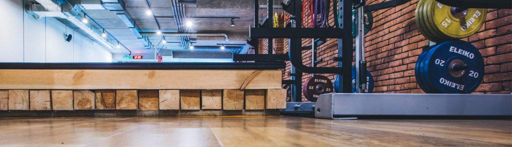 Podłogi sportowe, wykładziny nasiłownie